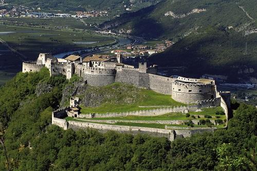 Castel Beseno - Alcune scene di Vinodentro girate qui