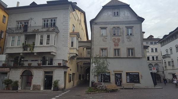 Bolzano piazza del grano e casa della pesa