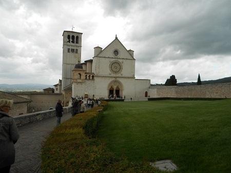 Assisi Basilica da lontano