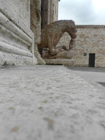 Assisi, particolare architettonico