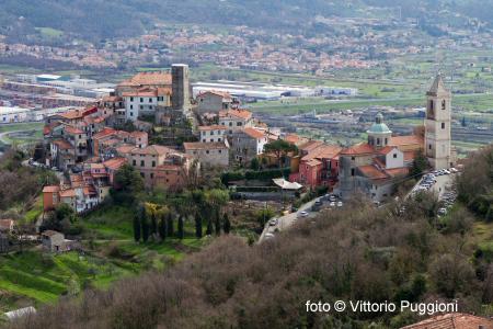 Vista dall'alto di Vezzano Ligure