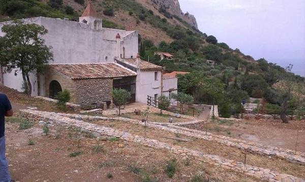Gal Golfo di Castellammare - Muretti a secco al Santuario della Madonna dei Furi