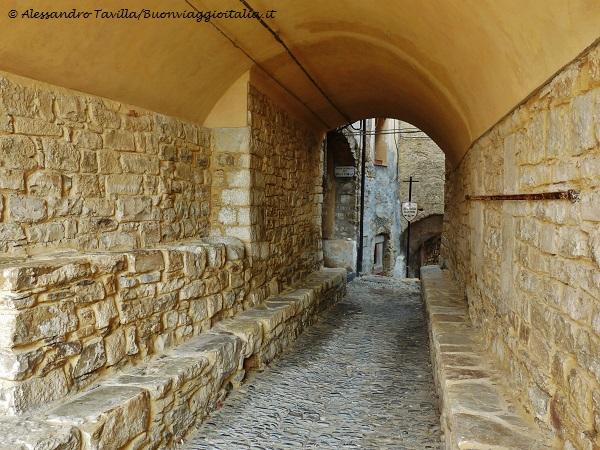 Lingueglietta, l'Antico Mercato - Valle del San Lorenzo